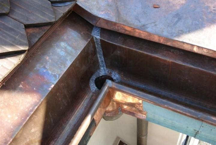 Rinnendetail aus Kupfer